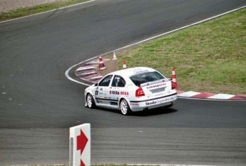 super-car-500-jizda-po-trech.jpg