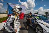 Petr Fulín po náročných sobotních jízdách v neděli na Slovakiaringu zazářil a po manévrech bere umístění v Top 5 FIA WTCR